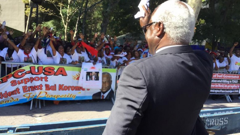 president-koroma-cheered-on-by-supporters-at-the-2016-un-conference